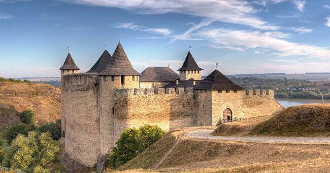 Экскурсия в Оптимистическую и посещение Хотинской крепости.