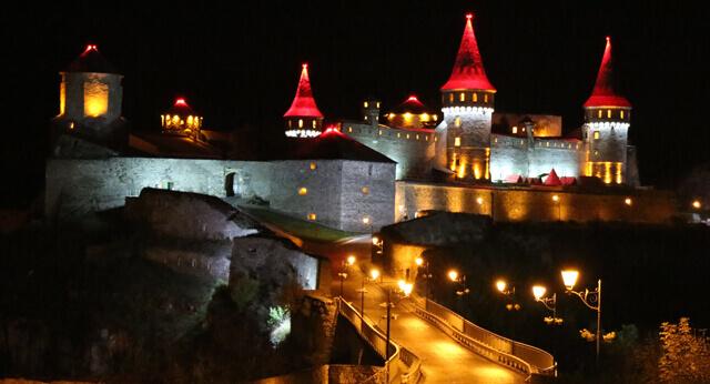 60 км від Кам'янець-Подільського замку.