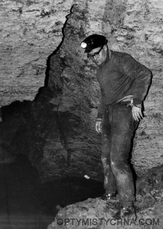 015 ПЕЩЕРА ПОПОВА ЯМА 1963 ОКОЛО ОЗЕРА В ЗАЛЕ КАПИТАНА НЕМО